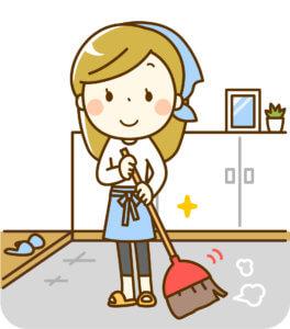 玄関を掃除する女性